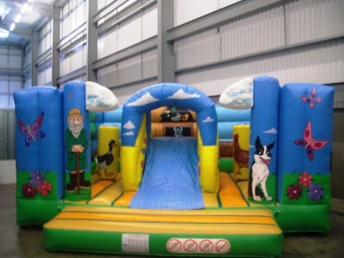 HUGE Childrens Bouncy Castles