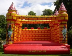 Yellow & Red Bouncy Castle (25x25)